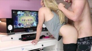 GAMER GIRL beats you in Hearthstone while getting fucked!